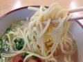 [沖縄][石垣島][沖縄そば][丼もの][定食・食堂]従来の沖縄そばよりも細くて丸い断面が八重山そばの特徴