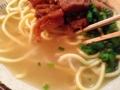 [沖縄][石垣島][沖縄そば][おでん][居酒屋]おでんと共通の出汁だからか、見た目以上に粘度高めなスープ