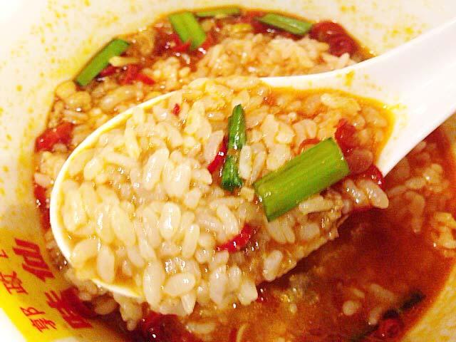 残ったスープにライスをぶち込み雑炊感覚での〆!