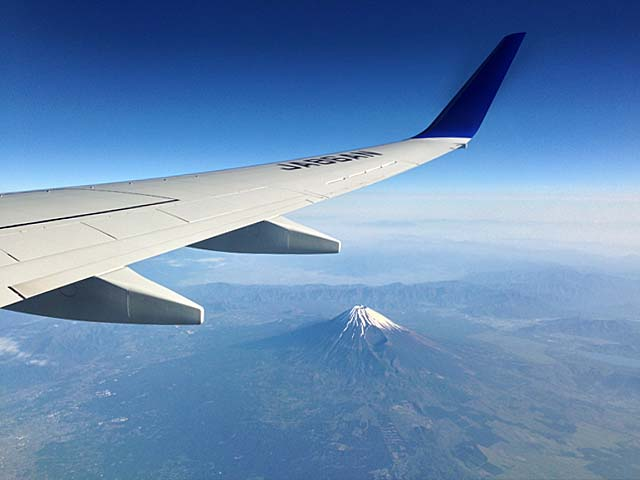 上空1万メートルからの富士山@石垣島行きの飛行機機内より