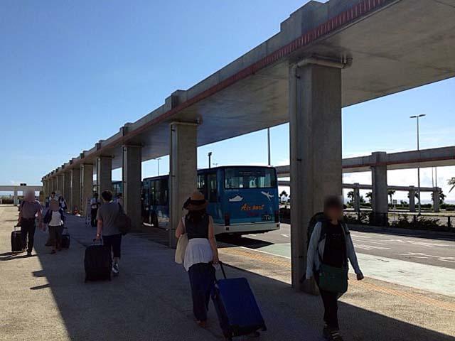 新石垣空港出た目の前のバス・タクシー乗り場