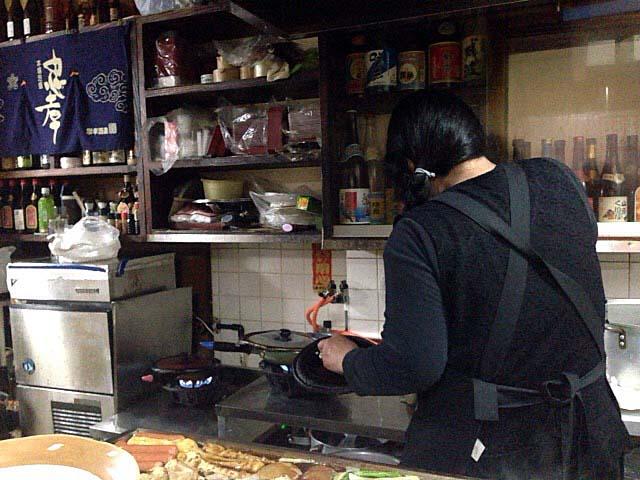 焼き上げるように煮込むから焼きてびち@沖縄県那覇市「おでん東大」