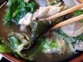 [沖縄][北谷][定食・食堂][郷土料理]中から出てきた昆布は箸休めでありきっと1UPキノコのような食感