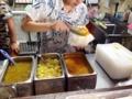 [沖縄][恩納村][菓子][かき氷][カフェ・喫茶店]見ているこちらが若干不安になるレベルでぶっかけてくれます