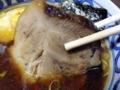 [日暮里][ラーメン][つけ麺][菓子]側面に焼き色がついた香ばしい肩ロース肉のチャーシュー