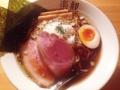 [西麻布][六本木][ラーメン][丼もの]レアチャーシュー、味玉、メンマ、海苔、中央に刻み刻みタマネギ