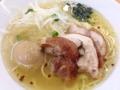 [御徒町][仲御徒町][上野御徒町][秋葉原][上野][ラーメン][丼もの]通常の鶏塩拉麺にもジューシーな鶏チャーシュー付き