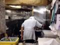 [北千住][ラーメン][焼きそば][餃子][カレー]おみやげコーナー対面で焼かれる餃子