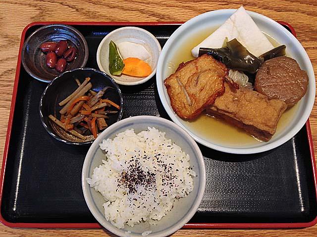 変わる時代に変わらぬ味。麻布十番の老舗「福島屋」のおでん定食