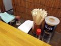 [王子][王子神谷][ラーメン]調味料は胡椒と一味唐辛子のみとこれまたシンプル