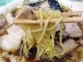[秋葉原][ラーメン]ほじくり出すように中太麺、まるで麺を召喚しているかのよう