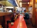 [浅草][ラーメン][餃子][丼もの]席数は、赤のL字型カウンター15席