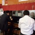 [神保町][ラーメン][チャーハン][餃子][中華]テーブル席とカウンター席で赤・黒の使い分け