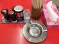 [神保町][ラーメン][チャーハン][餃子][中華]定番調味料が揃ったカスターセットと灰皿