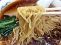 [神保町][ラーメン][チャーハン][餃子][中華]柔らかくチュルンとした舌触りの中太縮れ麺