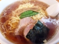 [神保町][ラーメン][チャーハン][餃子][中華]厚切りチャーシュー2枚、焼き海苔、刻みネギ、メンマ、サヤエンドウ