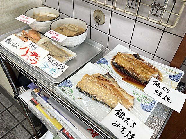 看板メニューのサバ味噌煮はカミとシモから選択可能