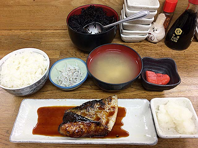 ごはん不足が当選確実な渋谷「魚力」のブリ照焼定食