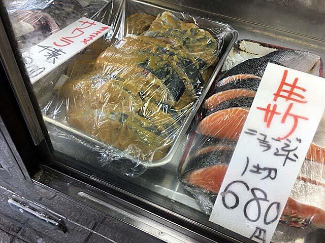 東京都渋谷区松濤の老舗鮮魚店「魚力」のショーケース