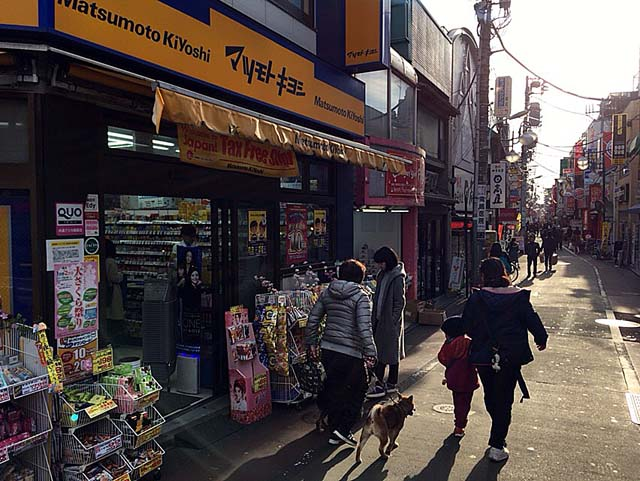 京王線・下高井戸駅西口を出て直進
