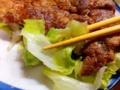 [沖縄][那覇][郷土料理][肉][おでん][居酒屋]敷き野菜のレタスで口直し