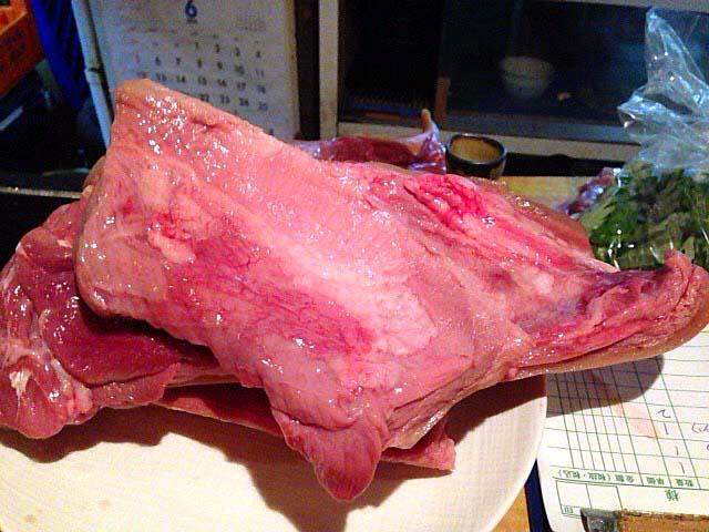 新鮮な県産山羊の生肉@沖縄県那覇市「さかえ」
