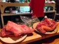 [沖縄][那覇][郷土料理][肉][居酒屋]「さかえ」では県産山羊肉にこだわり、生の状態でさばいて提供