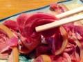 [沖縄][那覇][郷土料理][肉][居酒屋]こんな風に箸でつまんで生姜醤油でいただきます