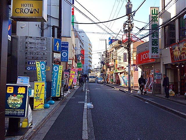 ひばりヶ丘駅南口から「ラーメン二郎」へと続く道・ジロード