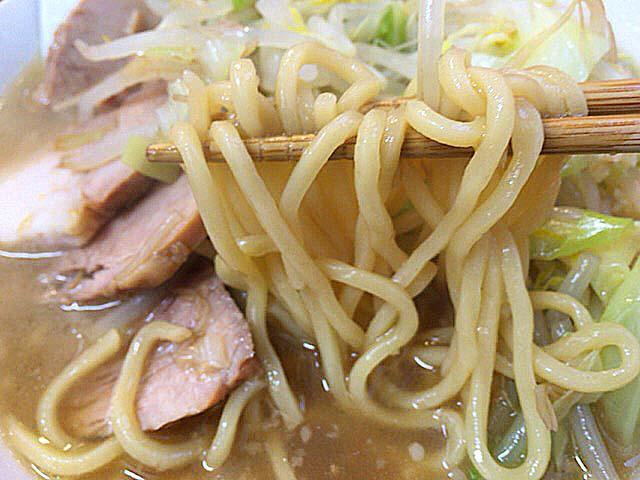 武蔵関「いごっそう」の豚入りらーめん煮玉子ヤサイニンニク