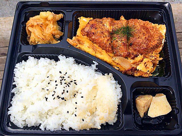 谷中銀座商店街で人気の激安惣菜専門店「いちふじ」の200円弁当