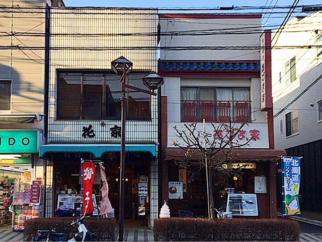 日暮里駅西口徒歩2分。中華メニューが充実した1945年創業の老舗甘味処「花家」