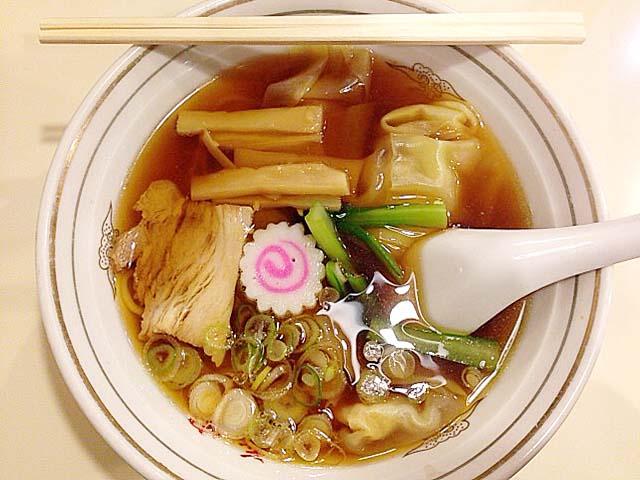 谷中の老舗甘味処「花家」のワンタンメン