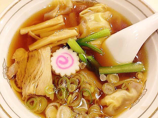 昔ながらの鶏ガラ醤油アッサリスープのワンタンメン@谷中「花家」