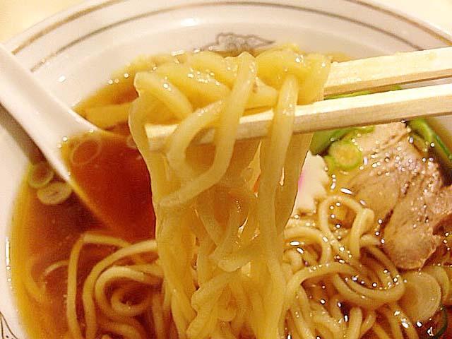 麺半玉だからラーメンと同料金のワンタンメン@谷中「花家」