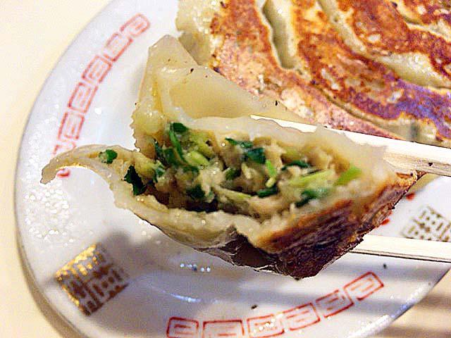谷中の老舗甘味処「花家」の名物ジャンボ焼き餃子