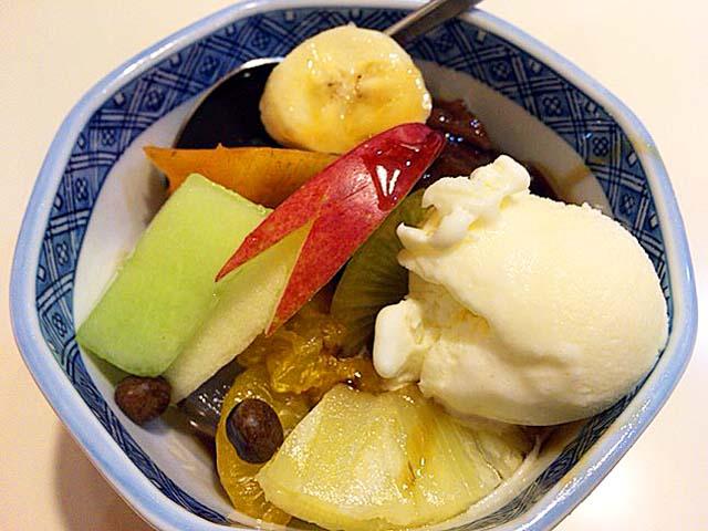 房州粗目天草を煮込んだ天然の自家製寒天入りのクリームあんみつ@谷中「花家」