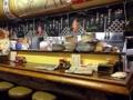 [谷中][日暮里][ラーメン][餃子][チャーハン][中華]カウンター5席、4名がけテーブル席が2卓と、思ったよりも広い店内