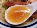 [千駄木][西日暮里][ラーメン][丼もの][菓子]澄んだ塩というよりは薄口醤油のような色味のスープをズビビビビ