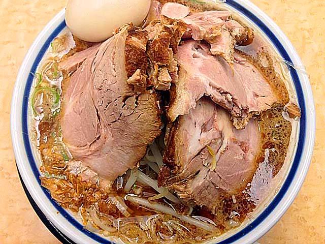 チャーシューメンだと煮豚の大盤振る舞い@千駄木「神名備」