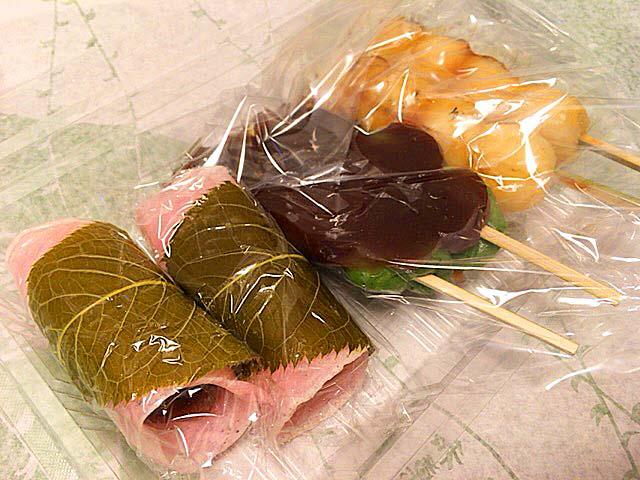 桜餅・草だんご・やきだんご@谷中の老舗和菓子屋「荻野」