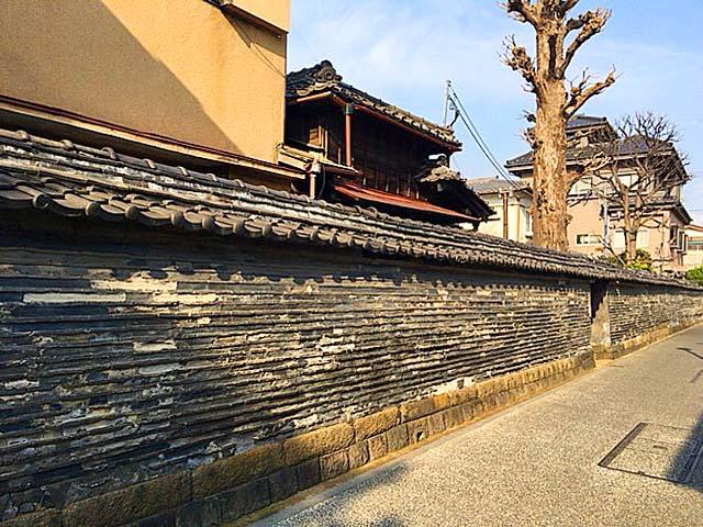 谷中の象徴、江戸時代製の「観音寺の築地塀(ついじべい)」
