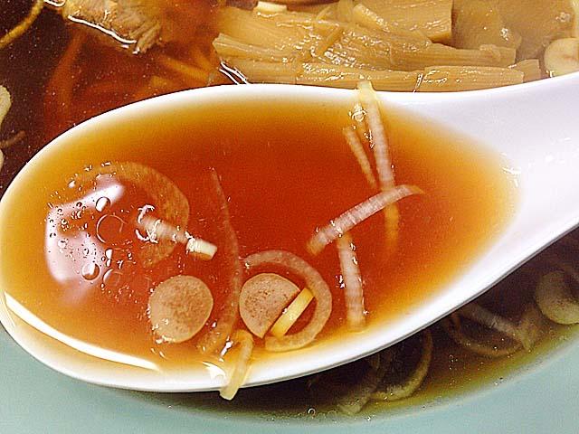 いかにも醤油って色合いの中華スープ@上野アメ横ガード下「珍々軒」