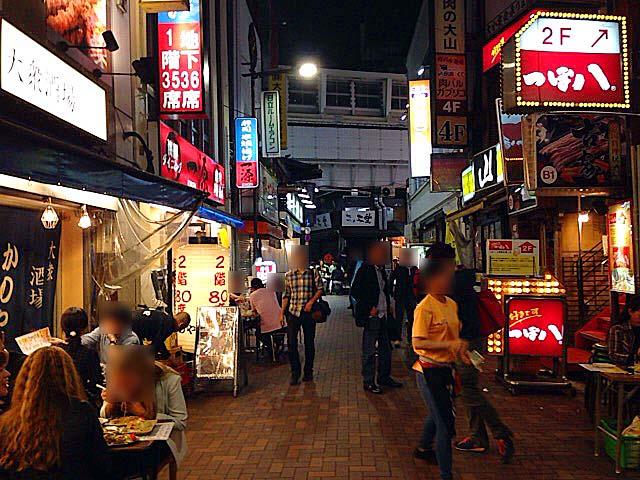 上野アメ横ガード下近くの居酒屋密集地帯