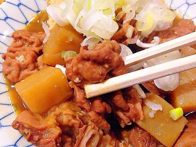 上野の大人気老舗大衆酒場「大統領」の特製煮込み