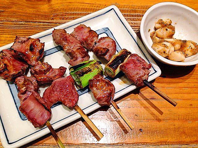 上野の大人気老舗大衆酒場「大統領」のもつ焼き串とニンニク