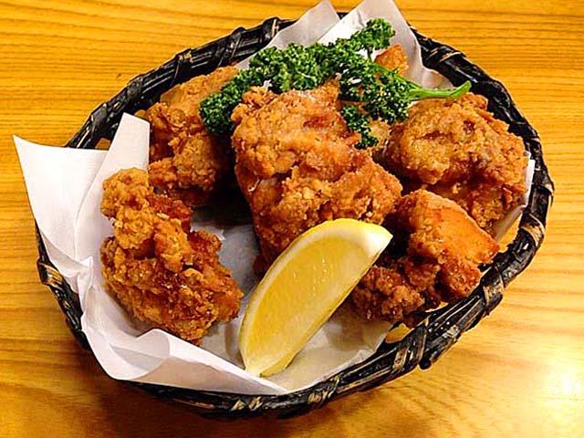 千駄木の老舗居酒屋「にしきや」の若鶏唐揚げ