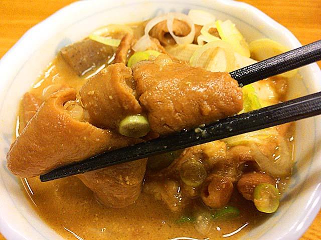 千駄木で人気の老舗居酒屋「にしきや」の煮込み豆腐入り