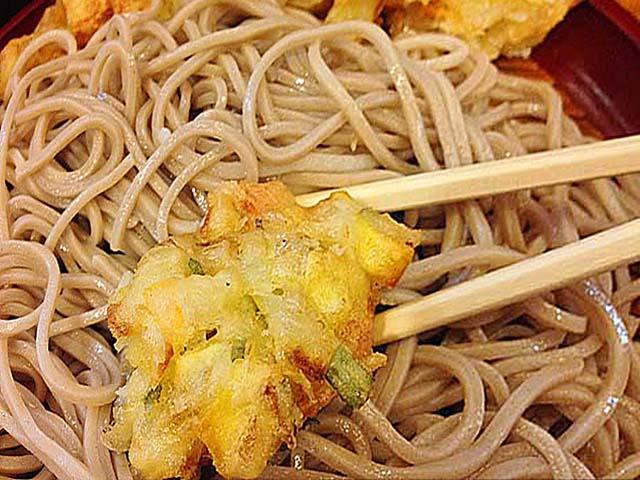 どのタイミングで食べてもザックザクなかき揚げ@銀座「歌舞伎そば」