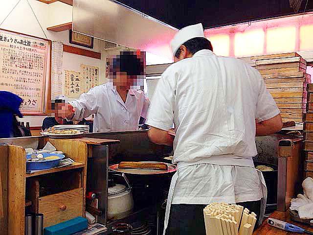 餃子は勝手に出てくるわんこそば方式@「亀戸餃子 本店」